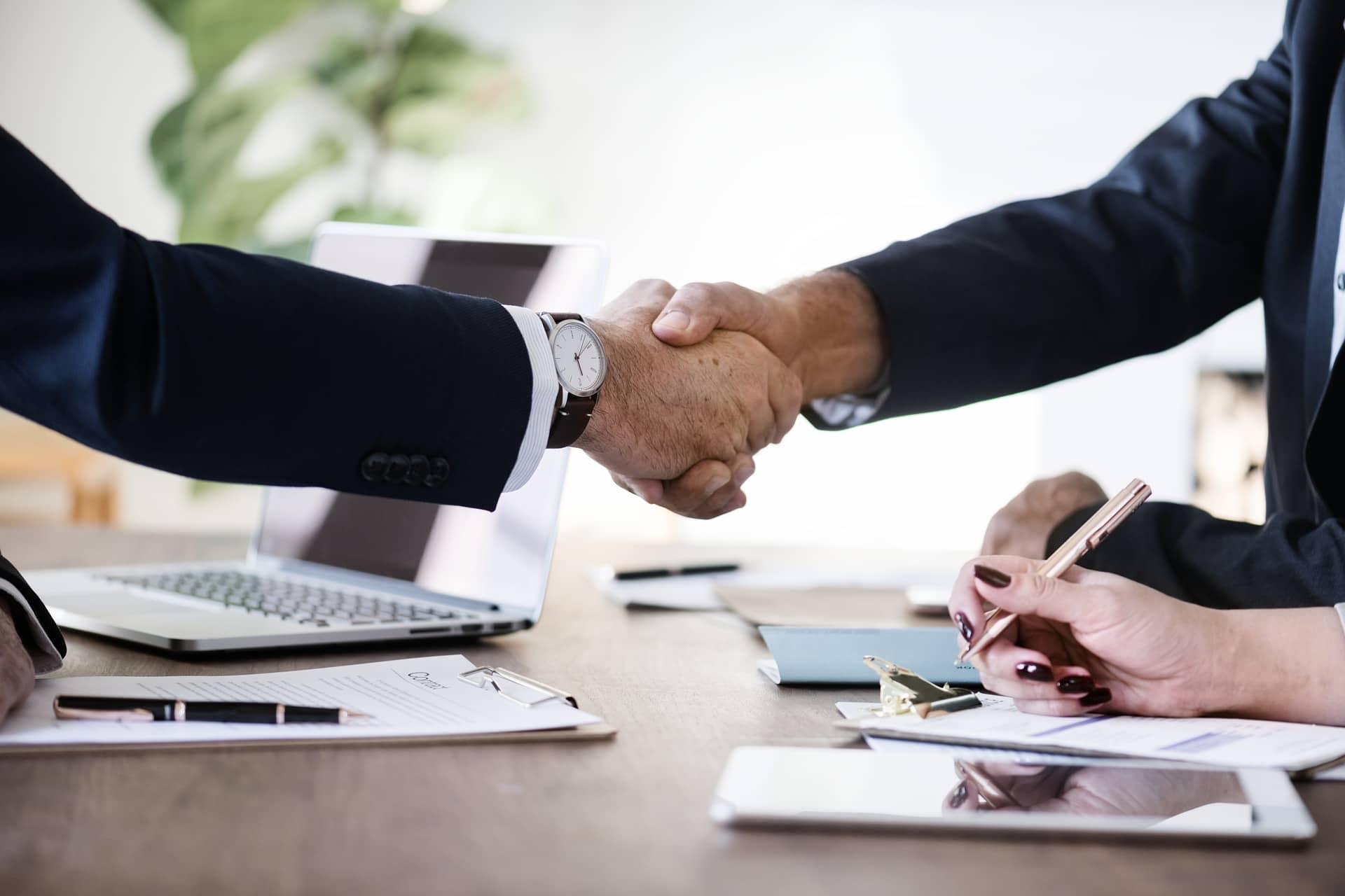 La durée du mandat des administrateurs et des gérants